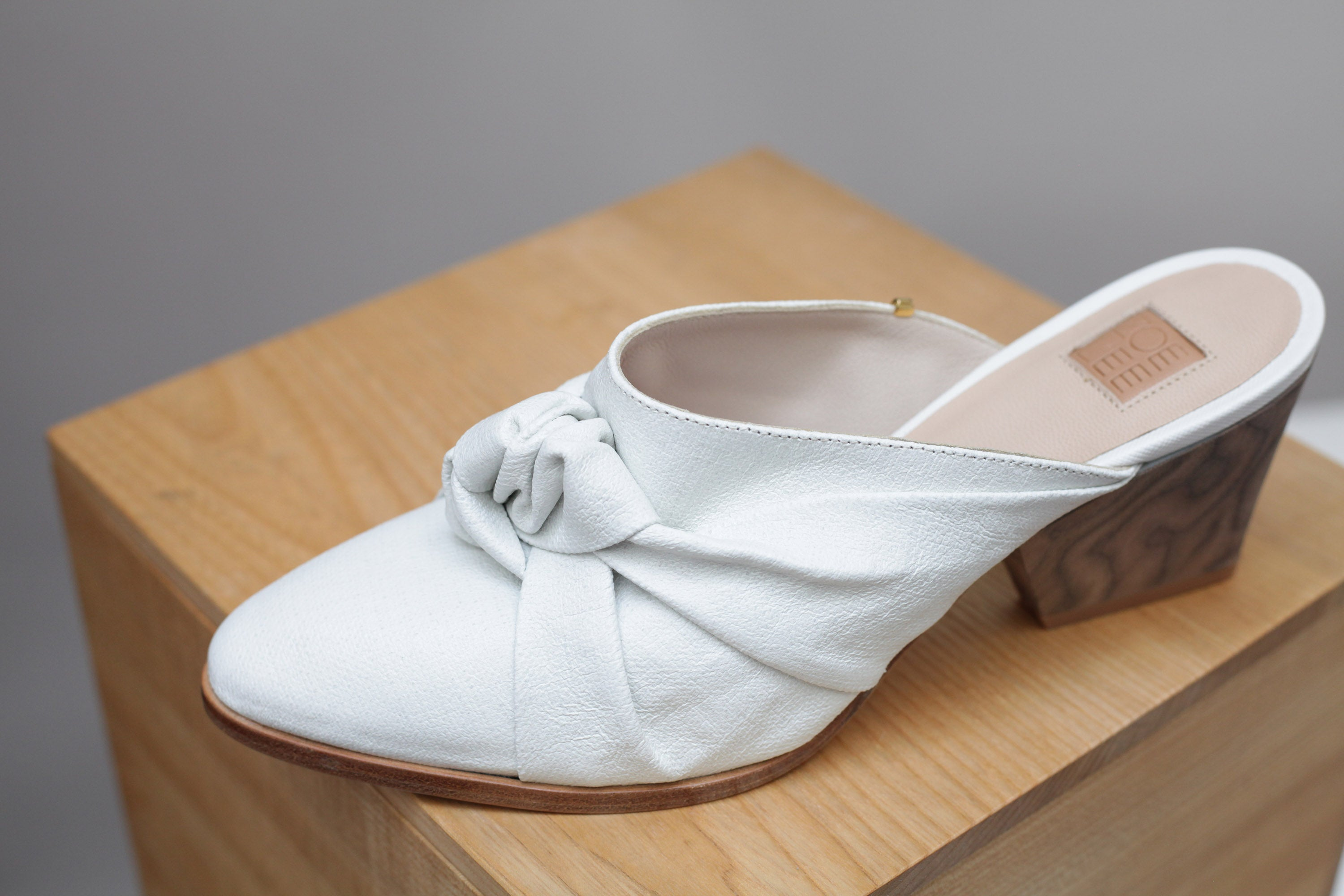The Lucille in white linen (can be wiped clean !)