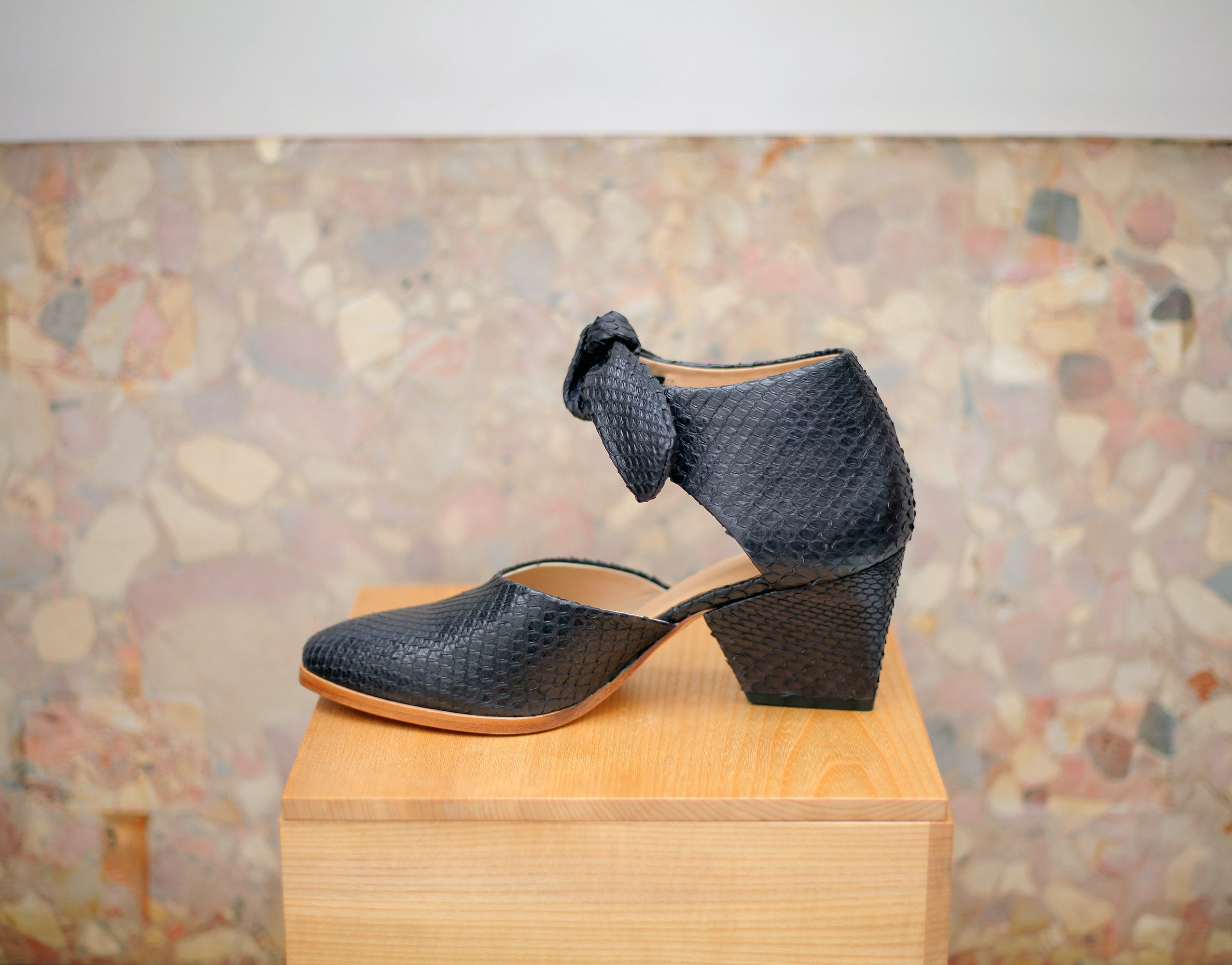 The Paradis in black python 37