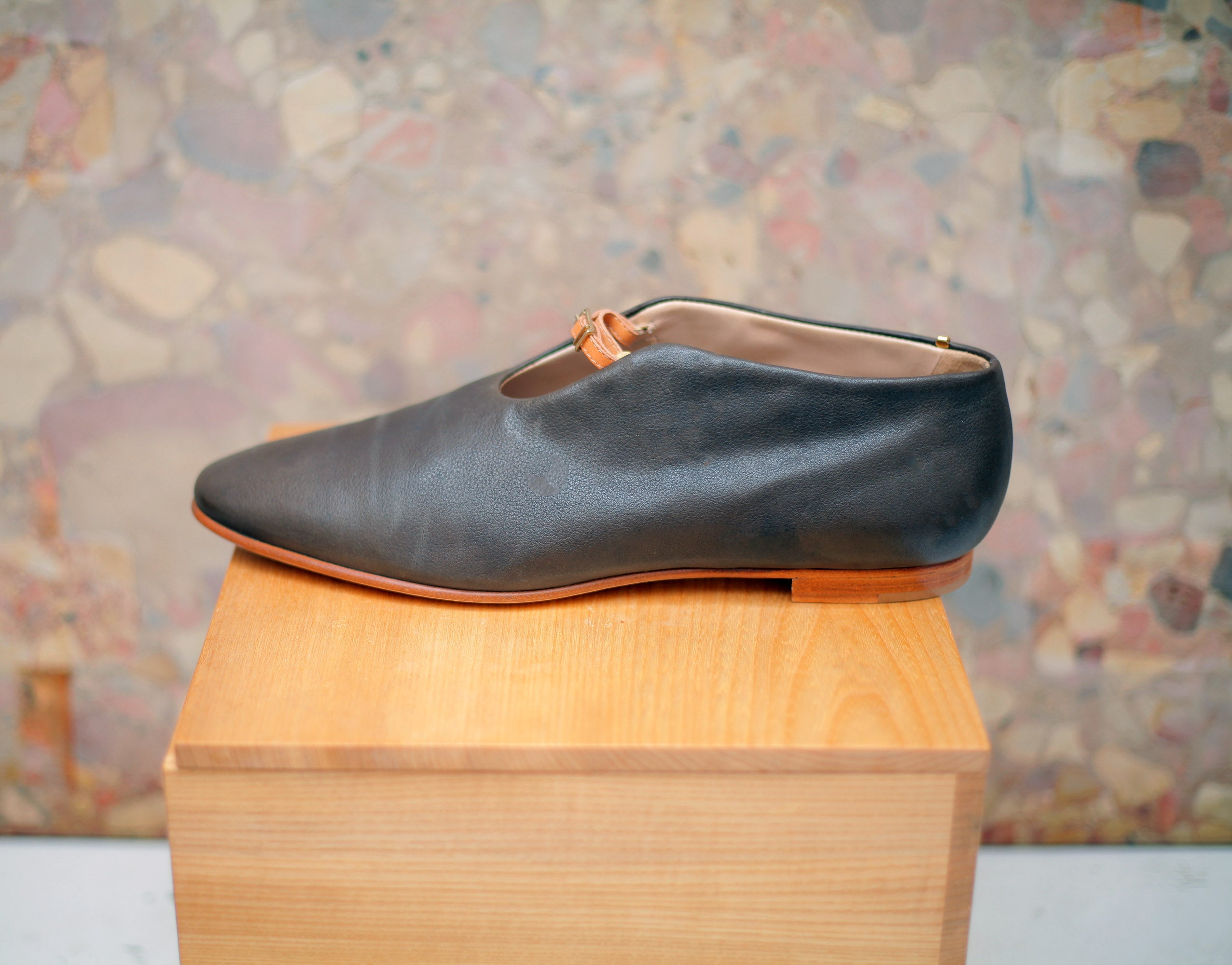 THE LAST CHANCE IN CHARCOAL BROWN sz 40