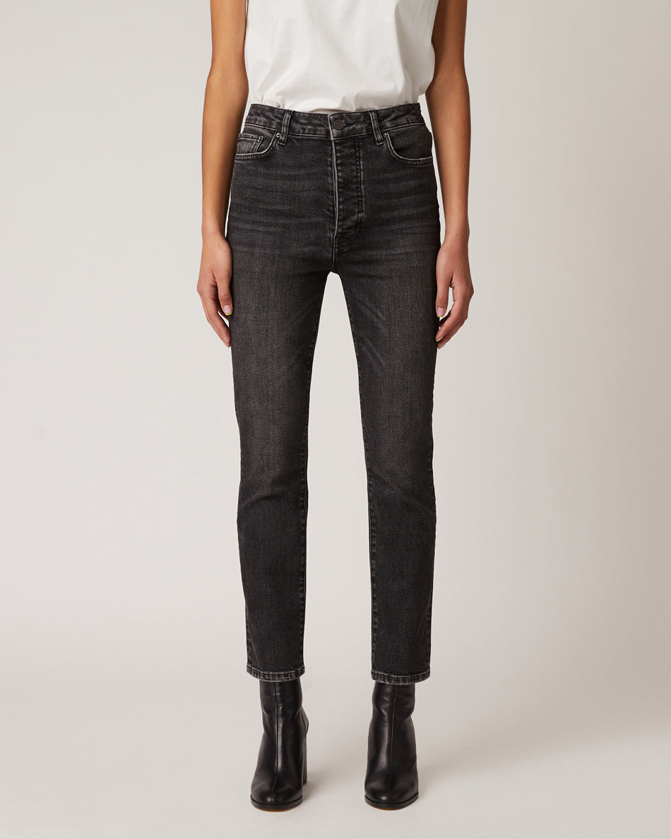 women-mgntc-straight-jeans-fit-guide-front
