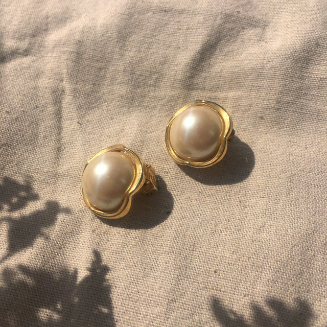 Round pearl clip ons