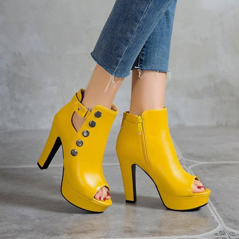 SUMMER STUDS  THICK HEELED SHOES YELLOW