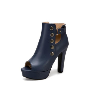 SUMMER STUDS  THICK HEELED SHOES BLACK