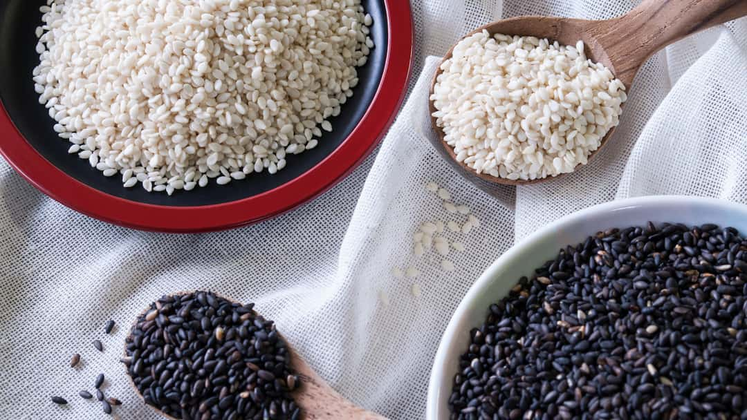 Black vs White Sesame Seeds