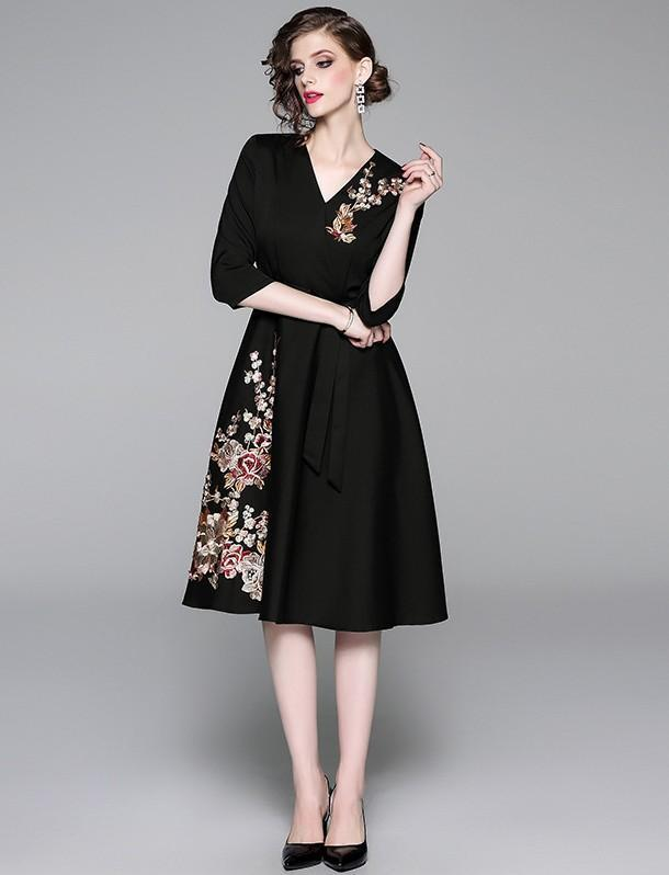 New Fashion V-neck Embroidered Cropped Sleeve Dress