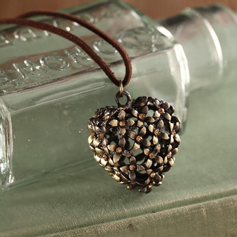 Beautiful Retro Hollow Out Heart Pendant Necklace