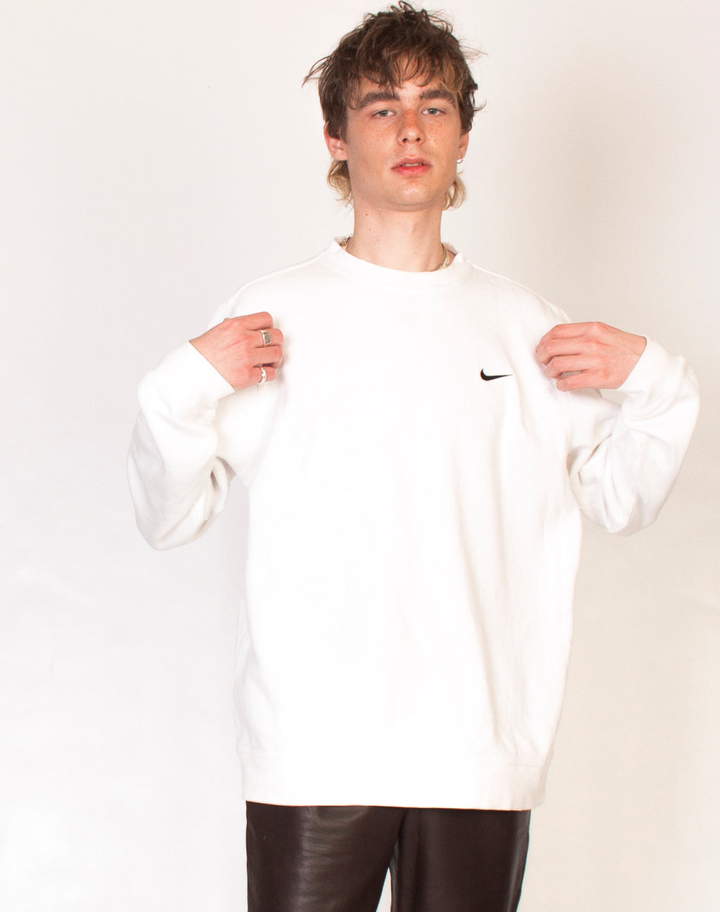 NIKE WHITE SWEATSHIRT