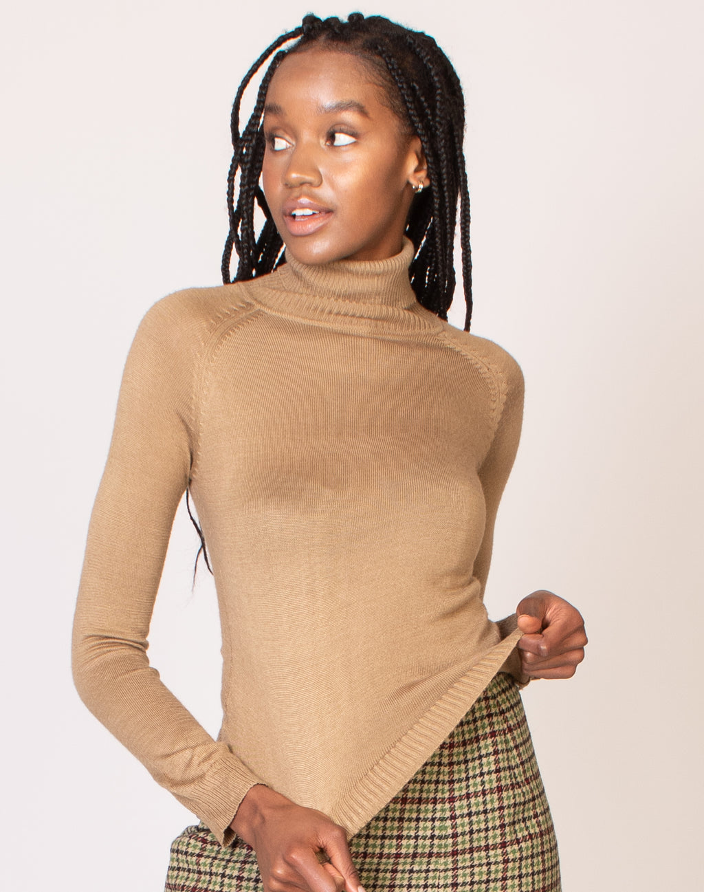 CAMEL TURTLE NECK KNIT
