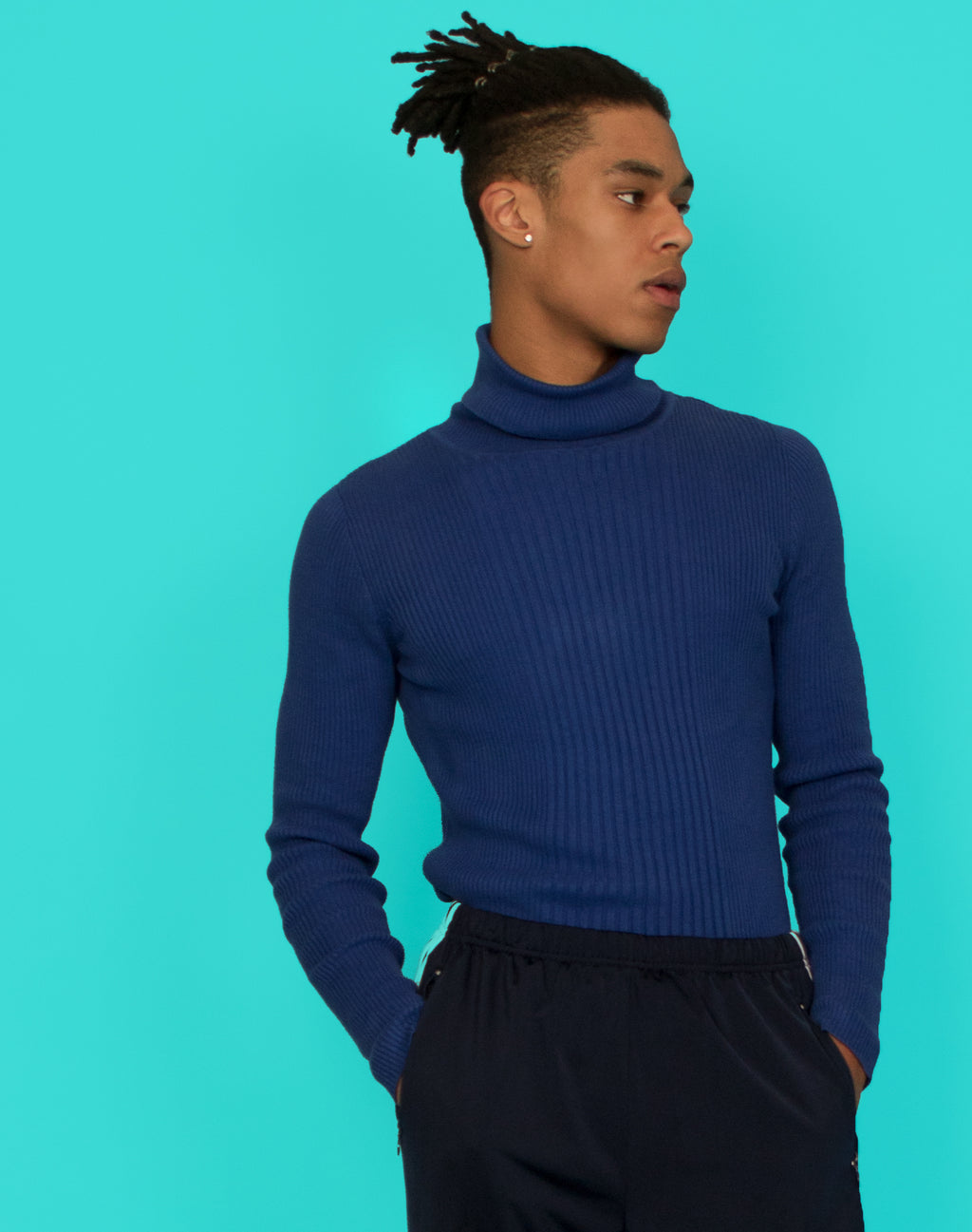 COBALT BLUE RIBBED TURTLENECK