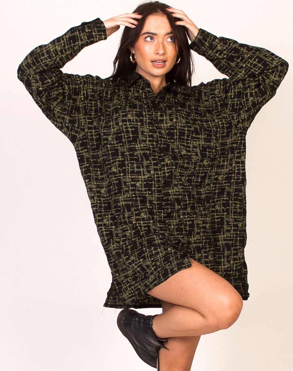 OVERSIZED BLACK AND GREEN GRAPHIC SHIRT