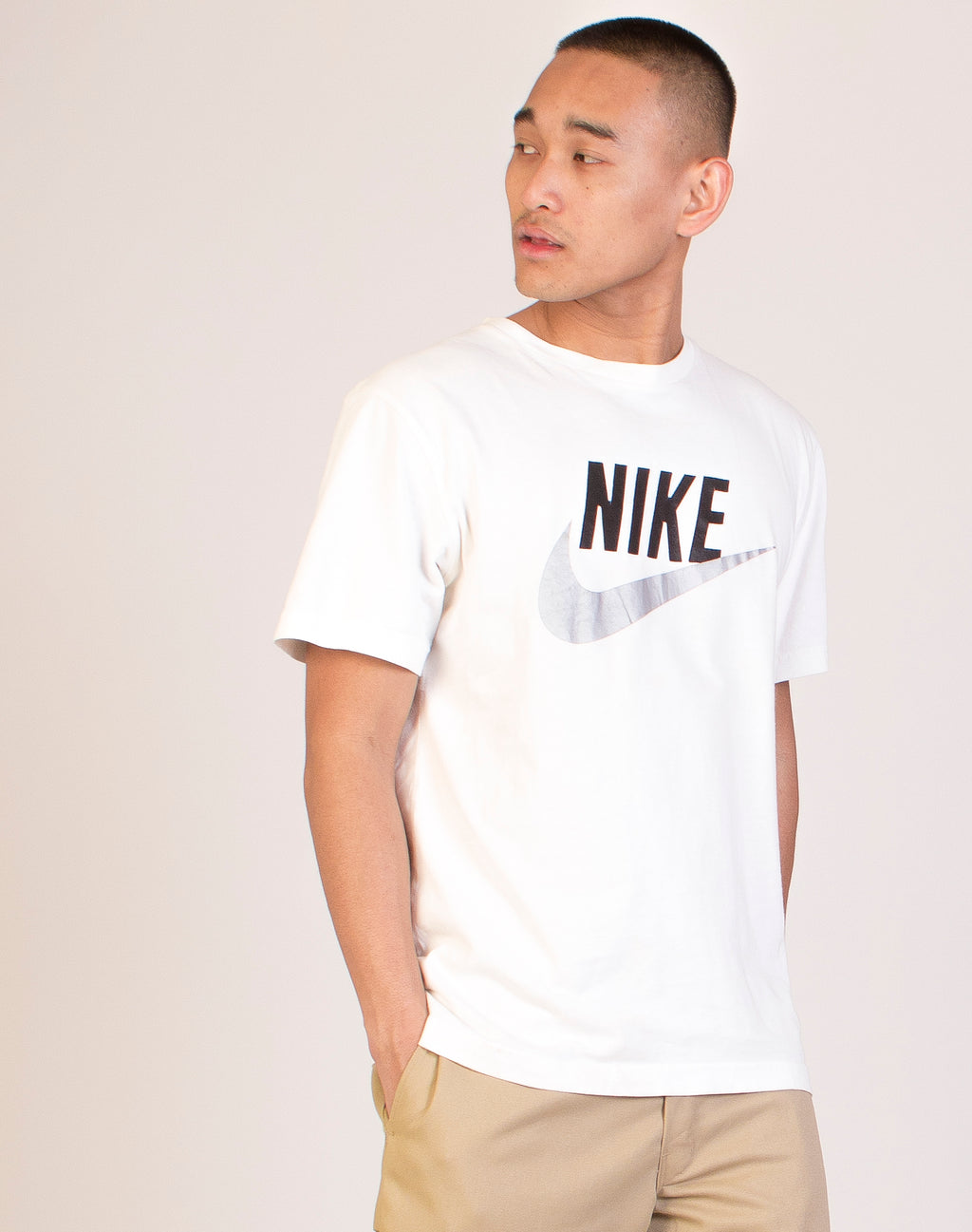 NIKE WHITE REFLECTIVE T-SHIRT