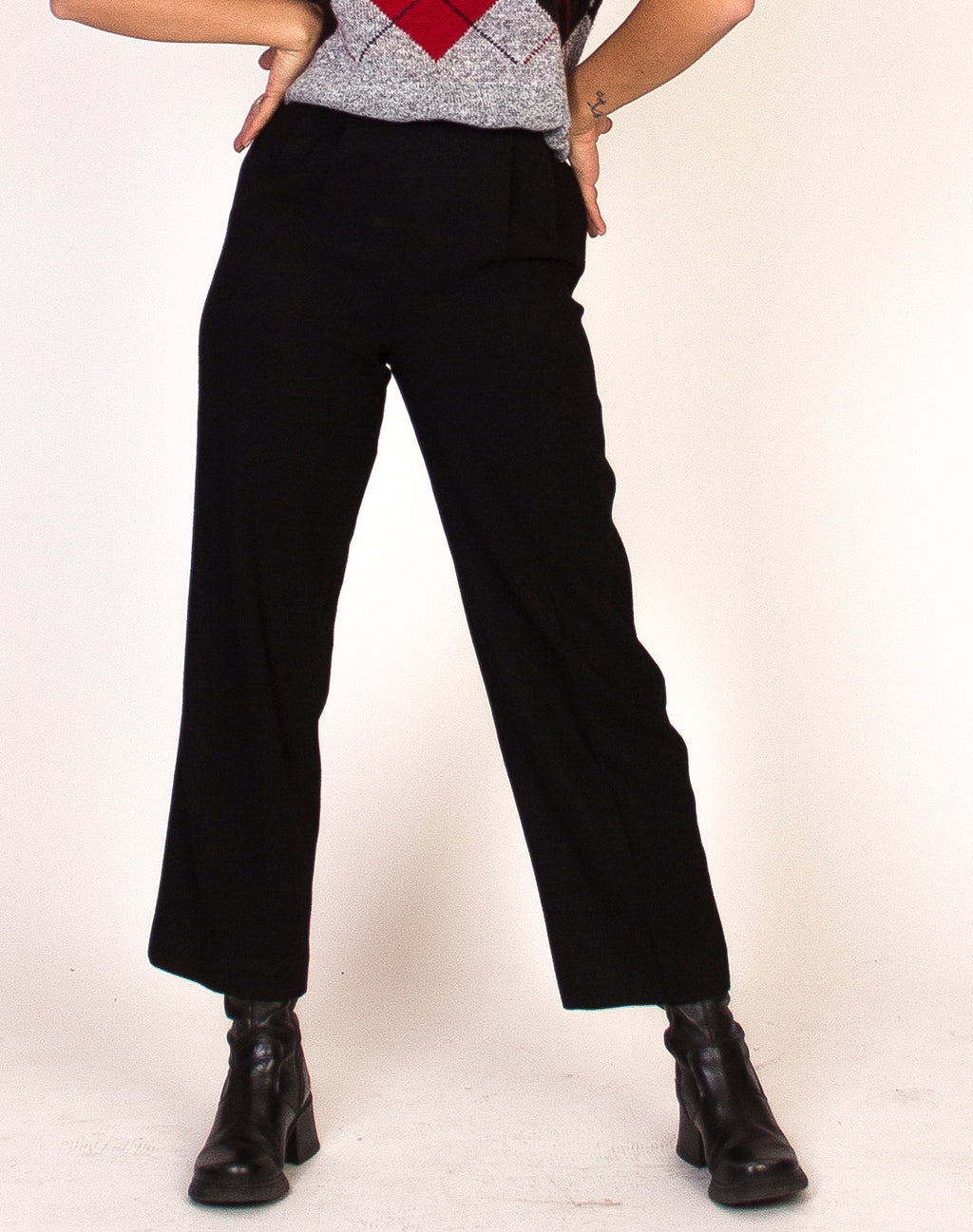 BLACK CROPPED LEG TROUSERS