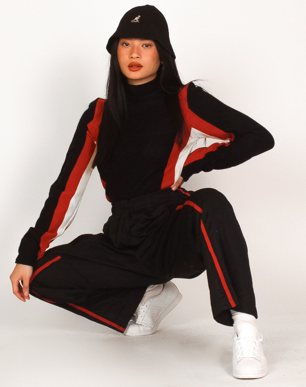 NIKE BLACK AND RED TWISTED TRACKIES