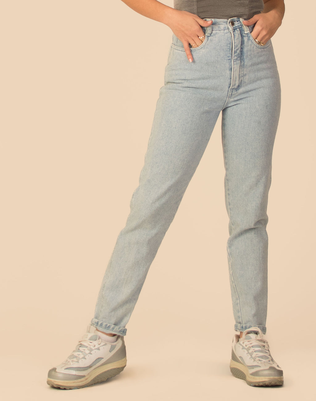 LIGHT WASH HIGH WAIST JEANS