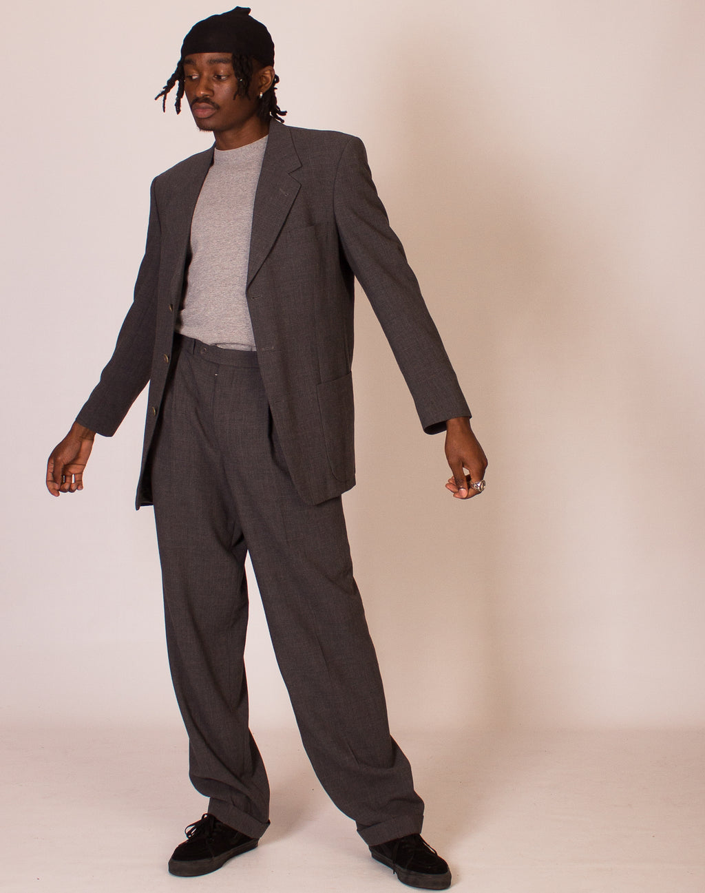 KARL LAGERFELD CHARCOAL RELAXED SUIT