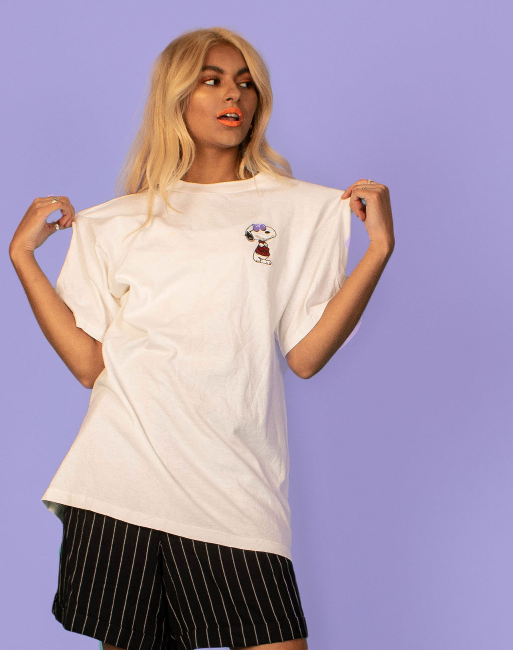WHITE SNOOPY T-SHIRT