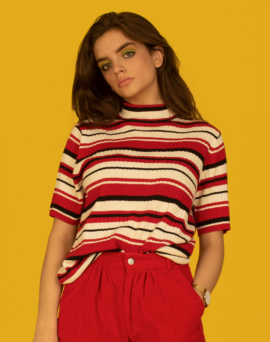 RED STRIPE RIBBED TURTLENECK TEE