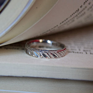 The Silver Fine Leaf Ring