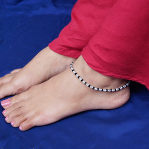 Nazariya Anklet with Alternative Transparent/Red and Black Beads