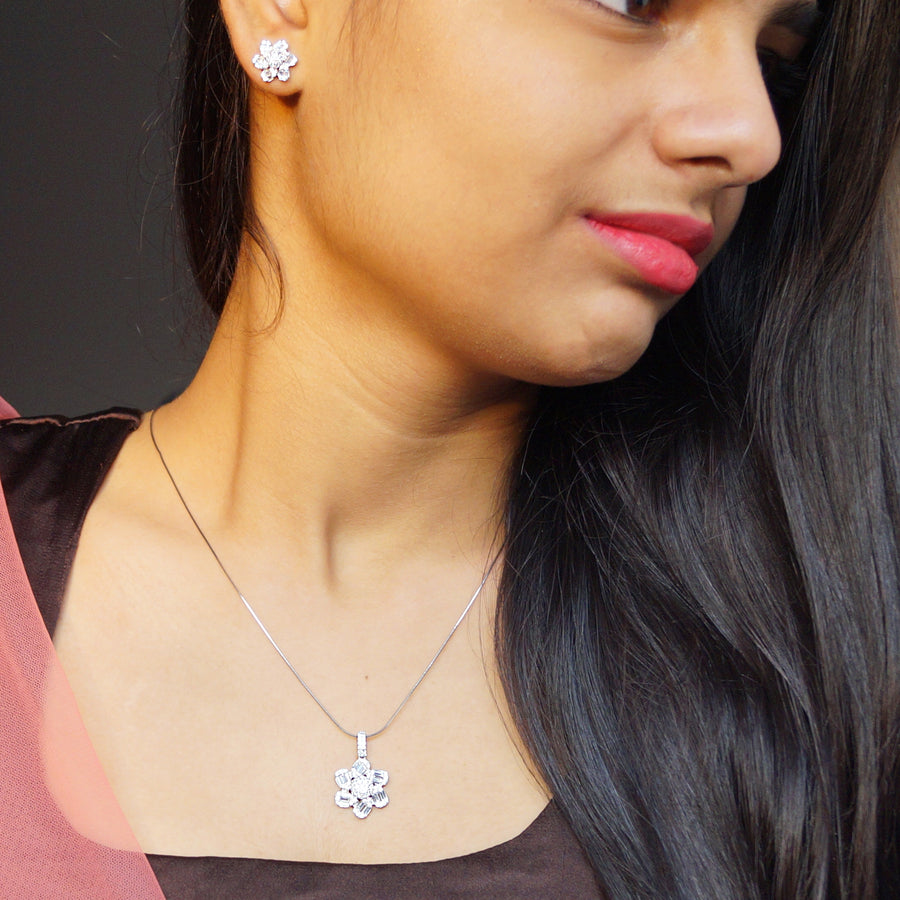 The Diamond Pushp Pendant Set