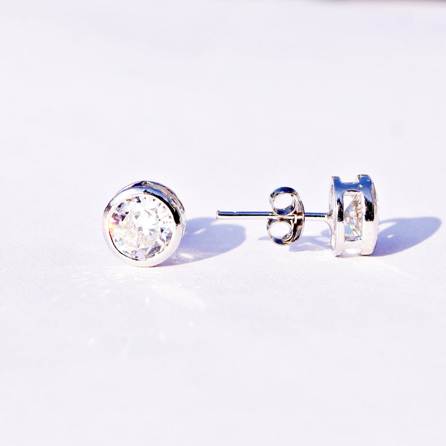Round Framed Solitaire Studs (7mm)