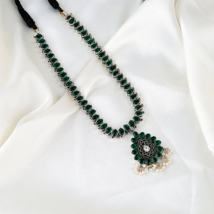 The Emerald Beauty Rajsi Necklace
