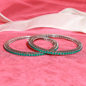 Exquisite Wheel of Emarald Bangle Set