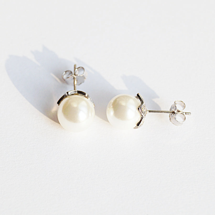 The Pearl Studs (1cm)