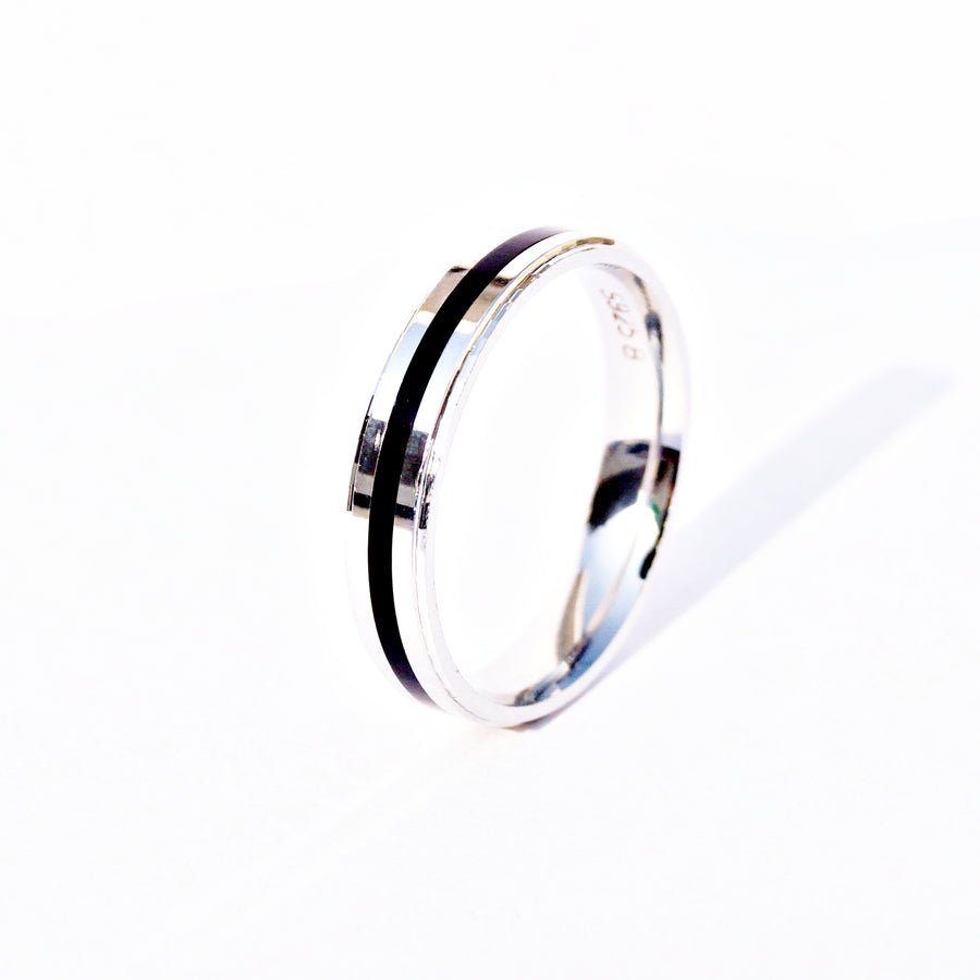 The Posh Single Line Blaze Band Ring