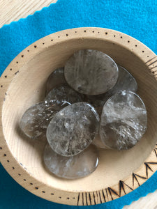 Tumbled Smoky quartz palm stone - The7directions