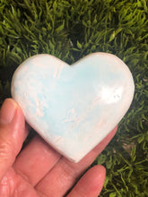 Load image into Gallery viewer, Caribbean Blue Calcite heart XGE - The7directions