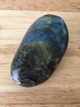 Load image into Gallery viewer, Labradorite Palm stone - The7directions