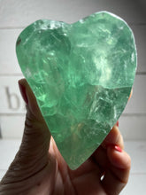 Load image into Gallery viewer, Fluorite heart bowl charging Clarity ZU3