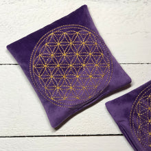 Load image into Gallery viewer, Intention pillow - Flower of life write your intention - The7directions