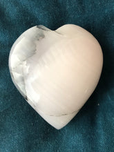 Load image into Gallery viewer, Mangano Pink Calcite heart S9Q - The7directions