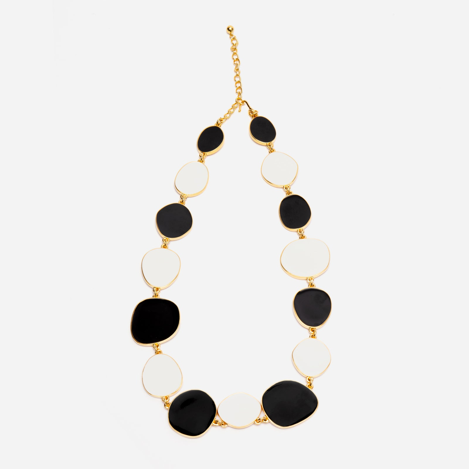 Palette Necklace Black White