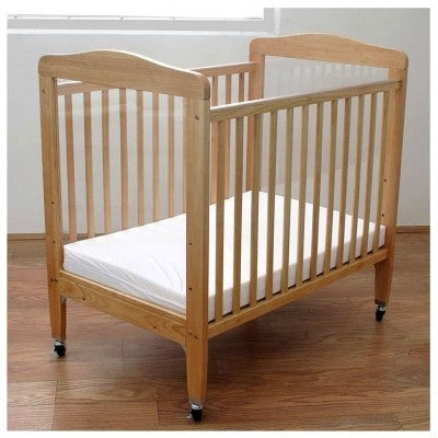 Adjustable Wooden Window Crib with Fixed Rails