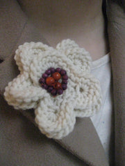 Corsage: BROOCH- Blonde daisy
