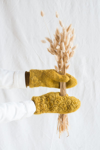 "Making Kit ""Late Bloomer Mittens"" - The naturally dyed version"