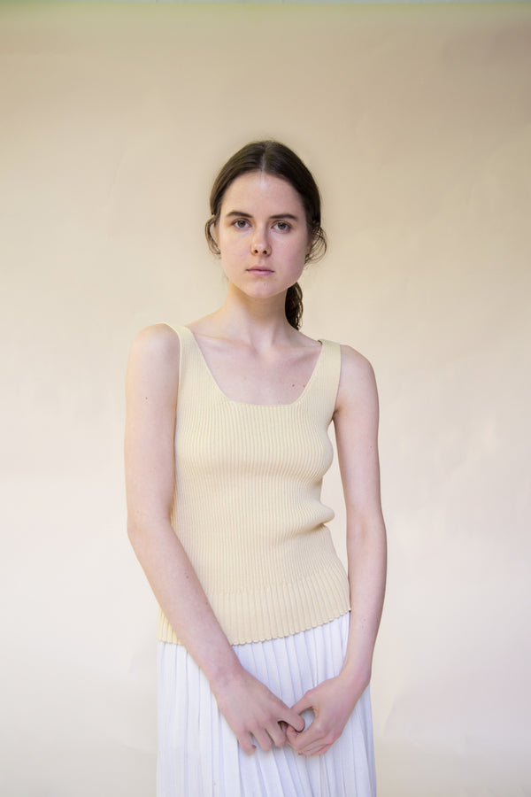 Reversible ribbed tank in cream by Hesperios