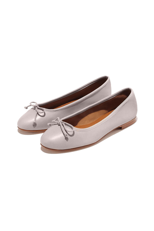 The Demi flat in Dove grey by Margaux