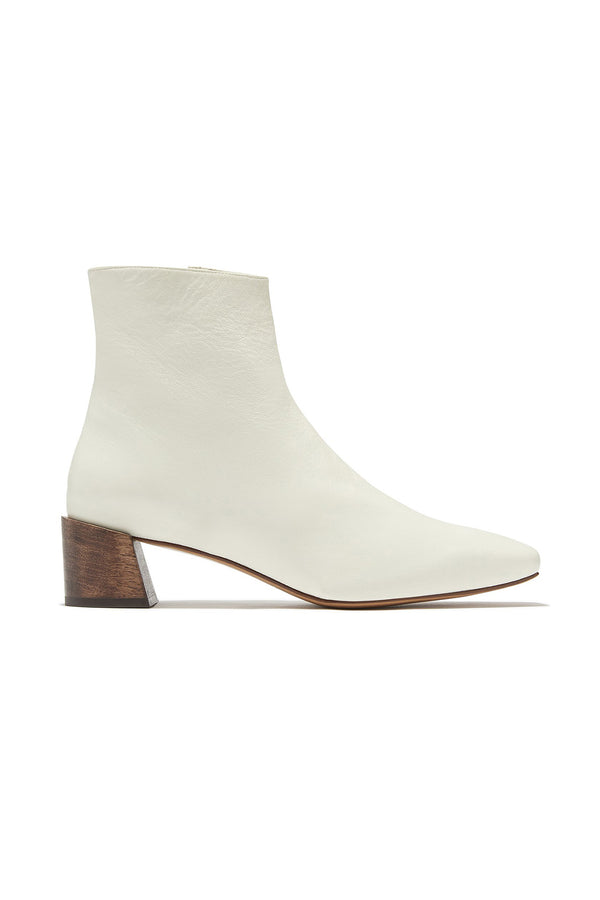 White leather heeled ankle boots by Mari Giudicelli