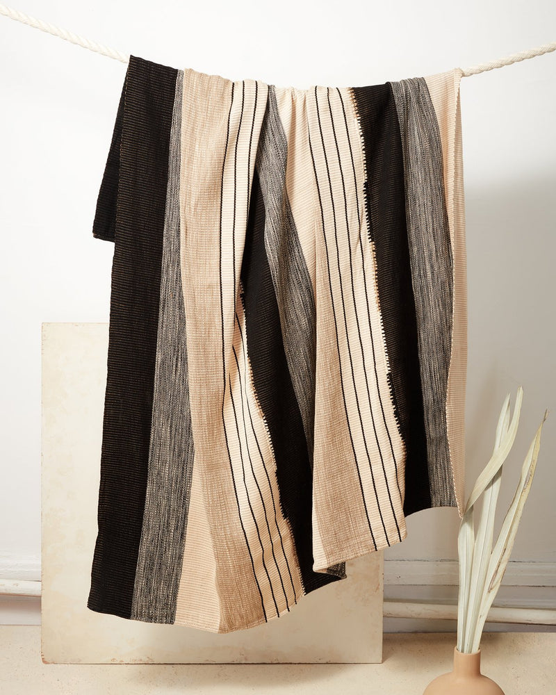 Pantelho Throw - Black + Beige | MINNA