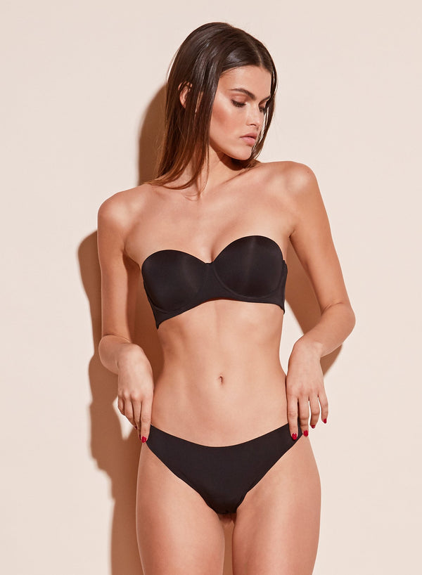 Black Molded Convertible Strapless Bra by Fleur du Mal