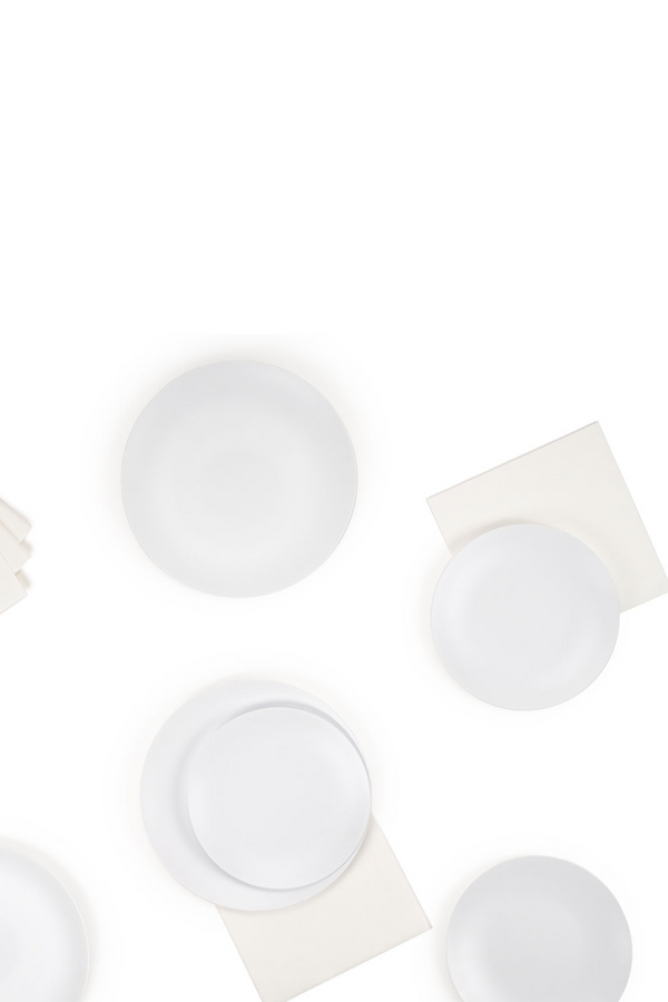 The Entertaining Essentials Set white plates and napkins by l'entramise