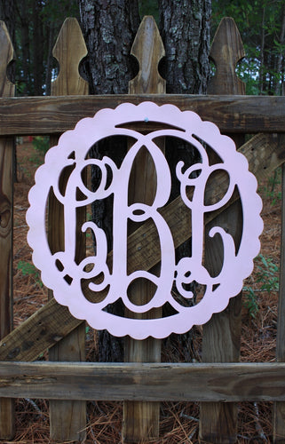 Scalloped Edge Full Vine Monogram