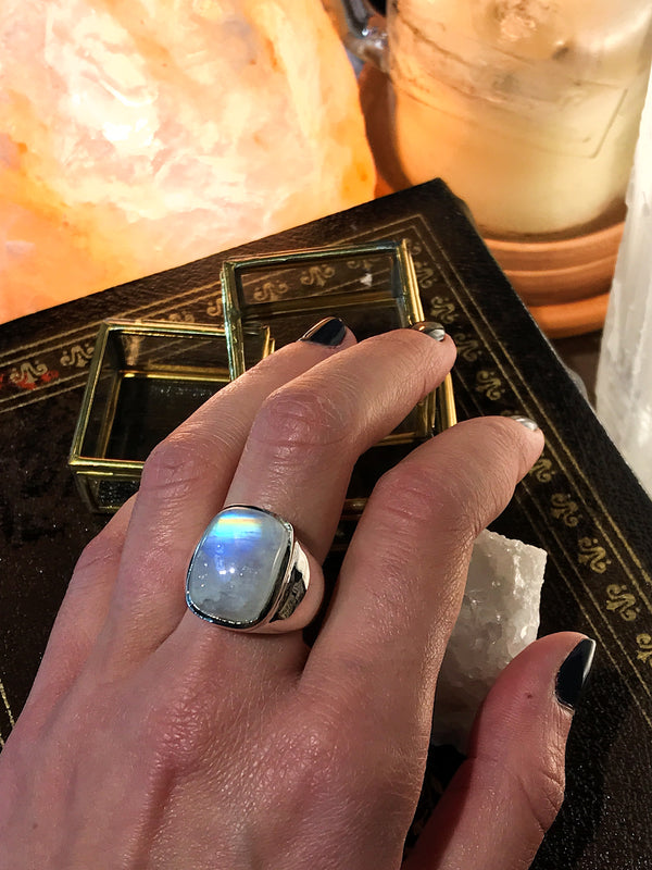 Moonstone Hekla Ring - Jewels & Gems