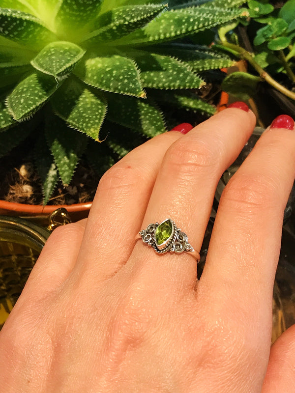 Peridot Alta Ring - Almond - Jewels & Gems