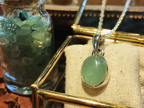 Chalcedony Akoni Pendant Small - Jewels & Gems