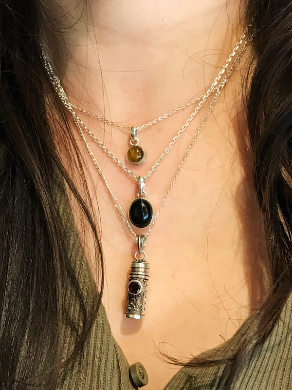 Onyx Akoni Pendant - Jewels & Gems